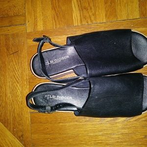 Kelli Dagger black sandal. Very Gently worn